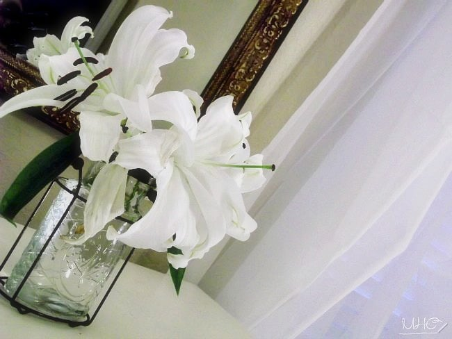 decorating with fresh flowers, home decor, seasonal decorating