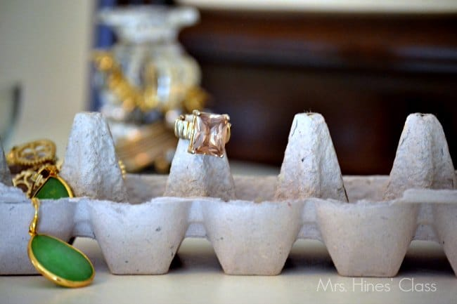 4 clever diy jewelry organizers / www.mrshinesclass.com