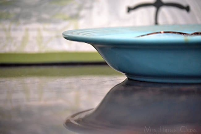 7 Pretty and Practical Ways to Use Trays in Home Decor / vintage fiestaware / www.mrshinesclass.com